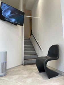 サンキューデンタルクリニックの二階への階段