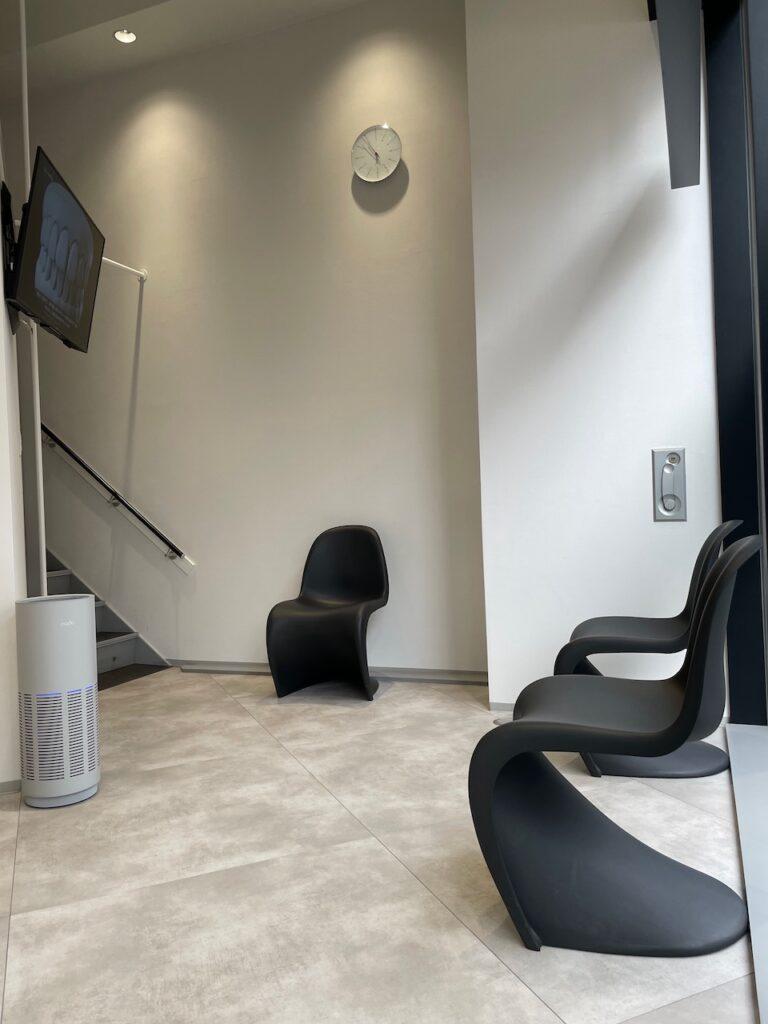 サンキューデンタルクリニックの待合室1